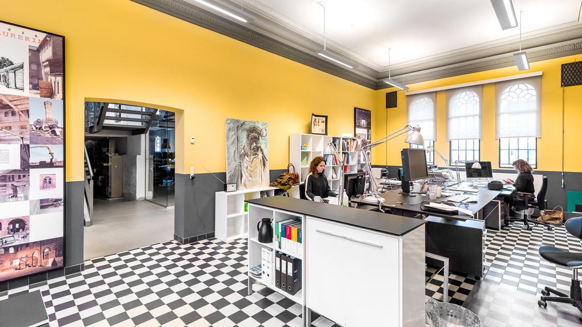 bastian ternet gulv gule vægge